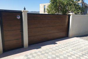 sliding gate 123
